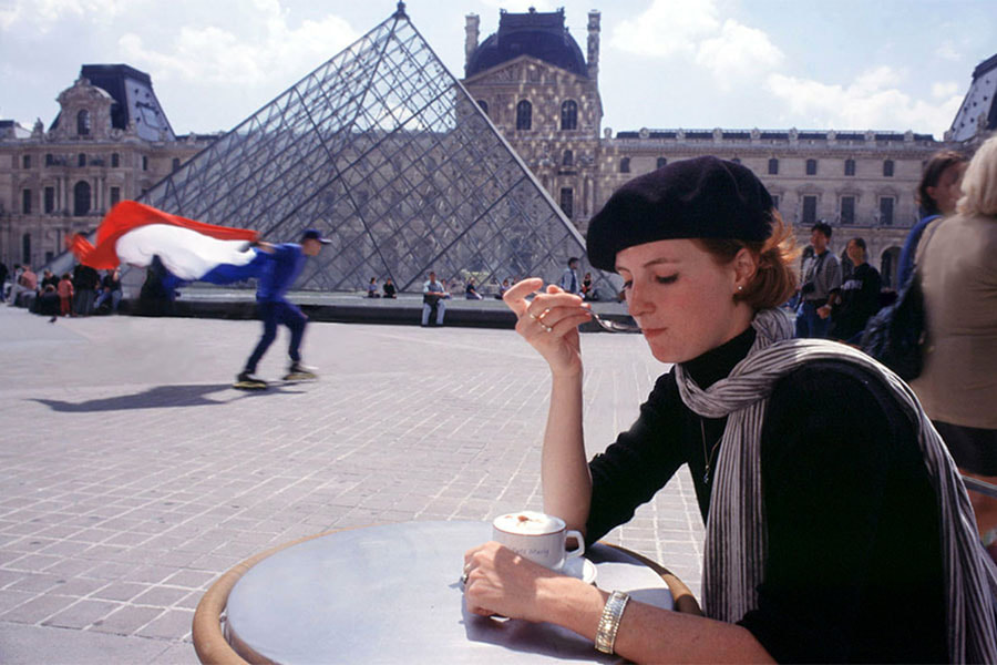 woman drinking a coffe at the Carre du Louvre in Paris